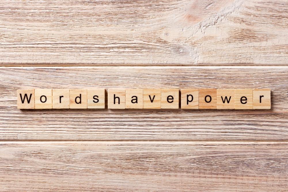 les mots sont puissants